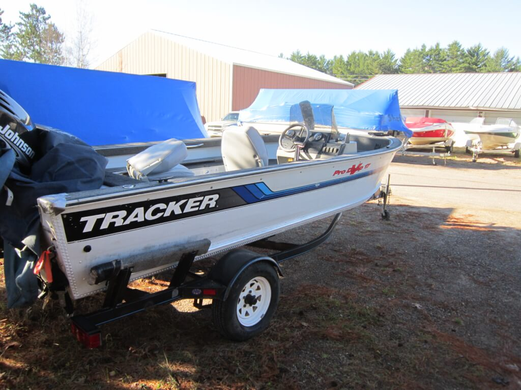 Sun Tracker Pontoon Boat Full enclosure aurora Illinois